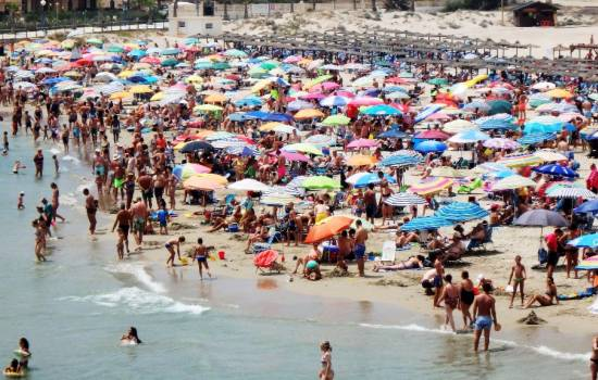 ​Costa Blanca beaches packed with visitors