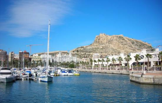 ​A third of all visitors to the Costa Blanca in October were from the UK