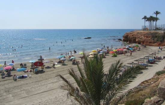 Orihuela Costa beach cleaning intensifies in preparation for Easter