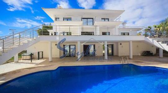 Living near the golf in Villamartin, Orihuela Costa