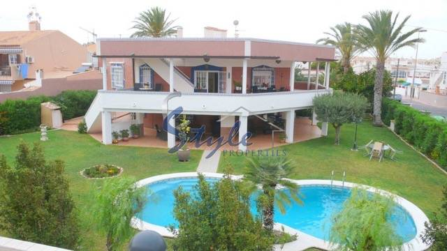 Luxury villa with large plot for Sale in Torrevieja, Costa Blanca, Spain 964-1