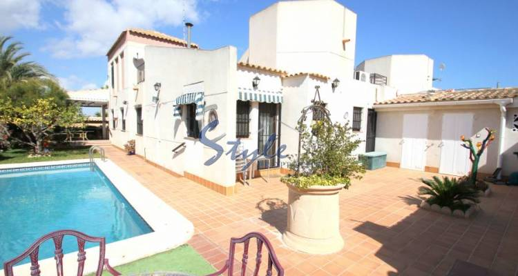 Detached villa with private pool for sale in El Chaparral, Costa Blanca, Spain 426-1
