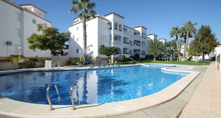 Apartment for sale in Villamartin near Villamartin Plaza 024-1