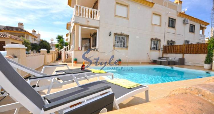 Apartment with private pool for sale in Villamartin, Costa Blanca, Spain 808-1
