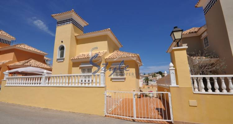 Detached villa for sale in Villamartin, Costa Blanca, Spain 120-1