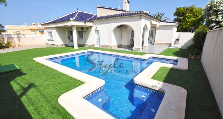 Detached villa for Sale in Cabo Roig, Costa Blanca, Spain 1037-1