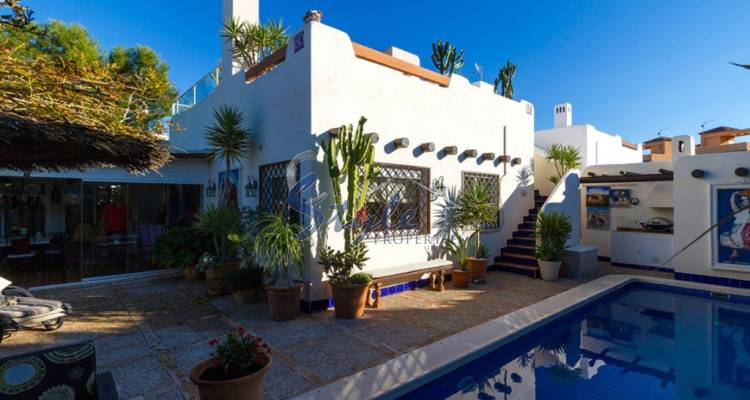 Resale - Villa - Lomas de Don Juan