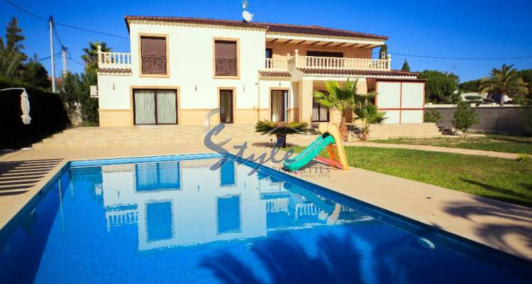 Villa for sale in Cobo Roig, Orihuela Costa, Coat Blanca, Spain