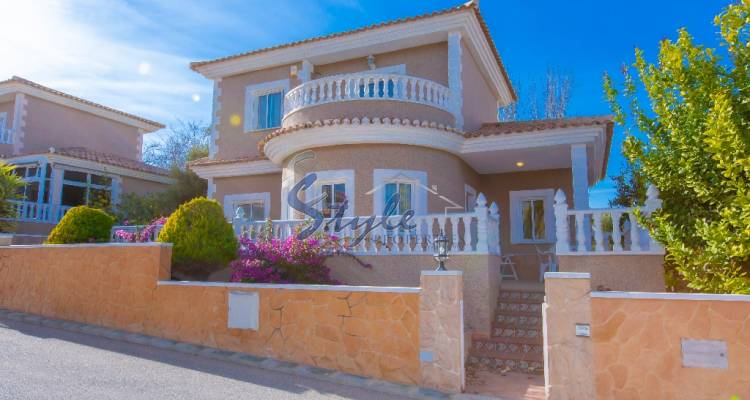 Villa for sale in Los Altos, Spain
