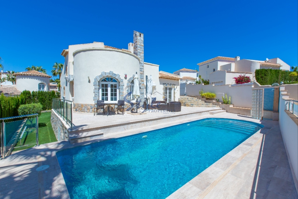 Villa With Pool For Sale In Las Ramblas Campoamor