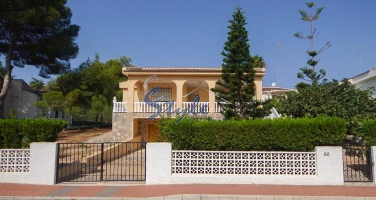Beautiful villa, for sale, in an exclusive area, Los Balcones, Torrevieja