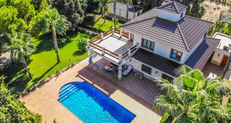 Villa for sale with own garden and pool located in a quiet and privileged area of Los Balcones, Torrevieja