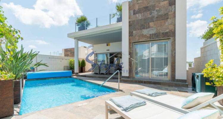 detached villa with pool for sale in Villamartin Plaza, Orihuela Costa