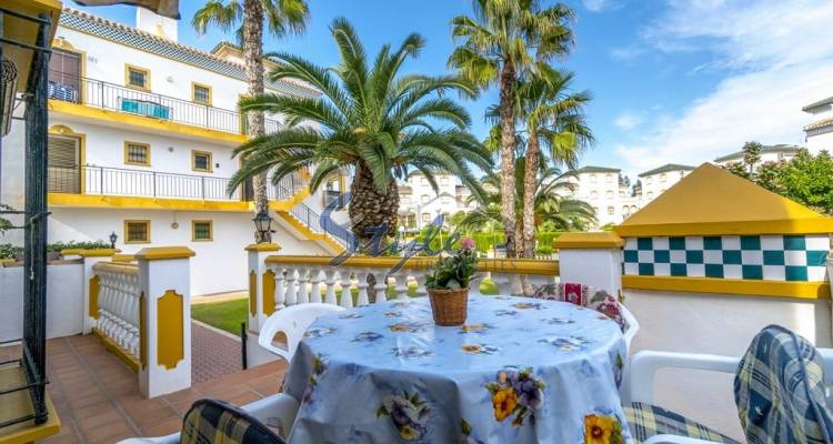 apartment with large terrace for sale near the sea in Molino Blanco (La Mata).
