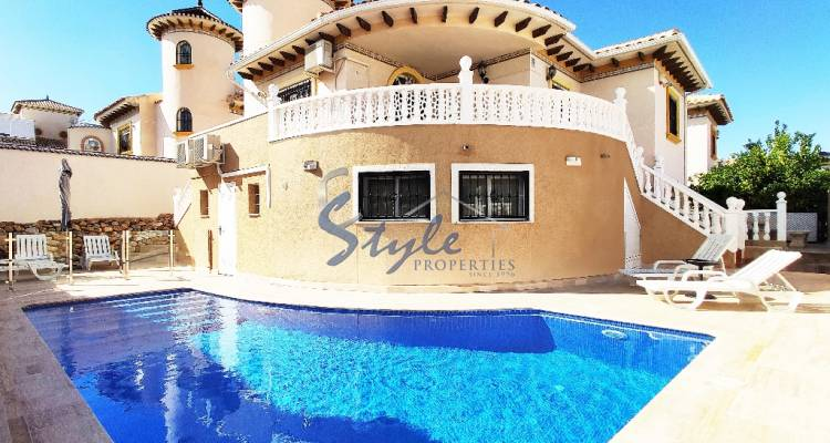 Villa for sale close to beach in Cabo Roig, Alicante, Costa Blanca, Spain