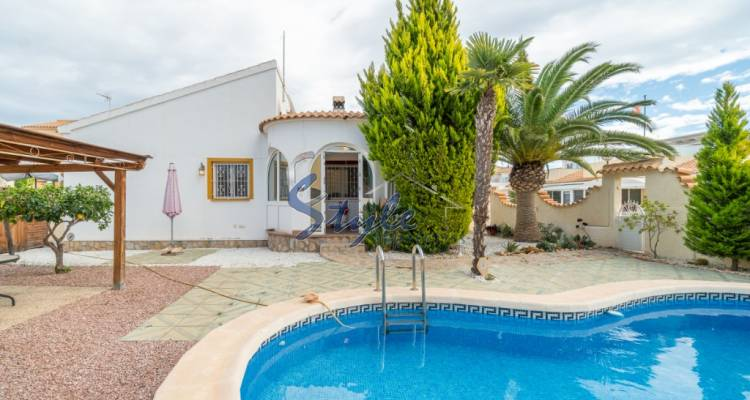 Beautiful villa with pool and private garden for sale in La Florida, Orihuela Costa