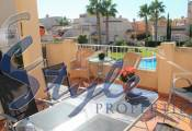 sell a top floor apartment with solarium in urb. Miraflores IV of Playa Flamenca.