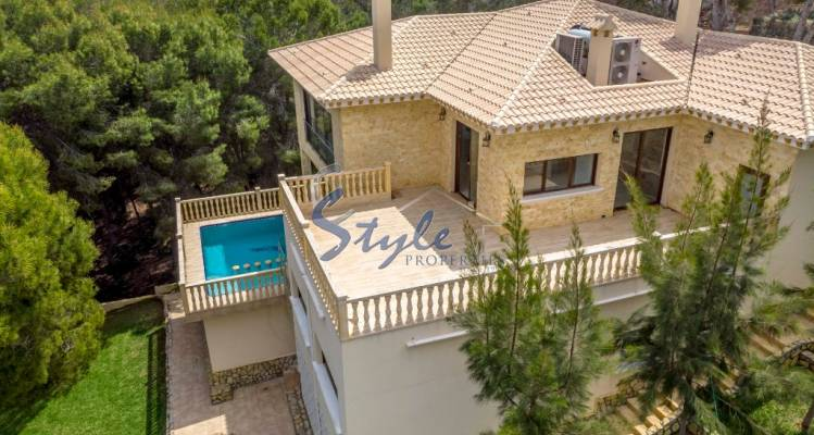 villa surrounded by pine forest and near the sea for sale in Dehesa de Campoamor, Orihuela Costa