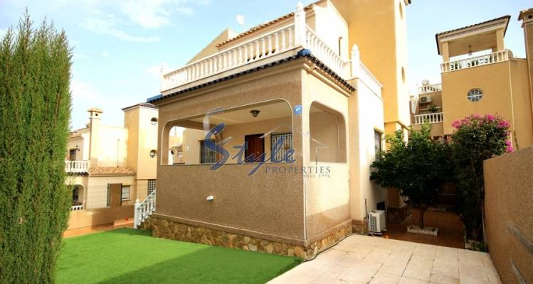 independent villa with wonderful semi-basement for sale in Los Altos, Orihuela Costa