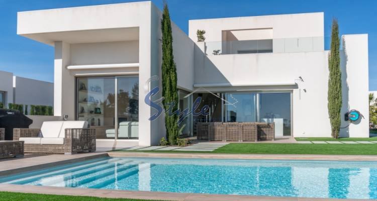 luxury villa for sale with garden and pool near the golf course in Colinas Golf & Country Club de Campoamor