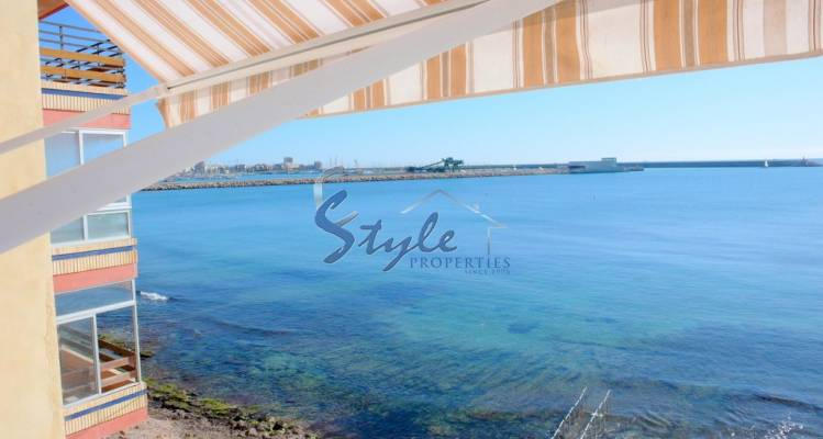 Buy 1st line seafront and seaport apartment in Torrevieja, Costa Blanca. ID: 4542