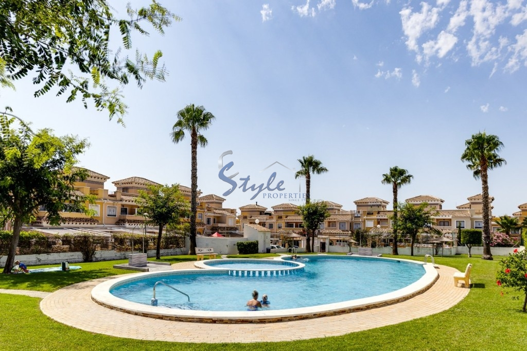 Buy duplex with garden and pool in Torrevieja. ID 4639