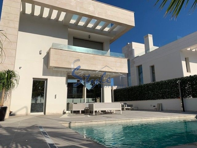 Buy modern villa with pool, close to golf course in Villamartín Orihuela Costa. id 4697